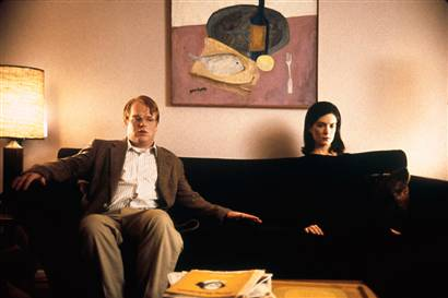 Lara Flynn Boyle and Philip Seymour Hoffman in Happiness